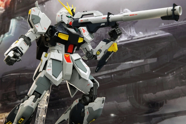 Nu Gundam with bazooka